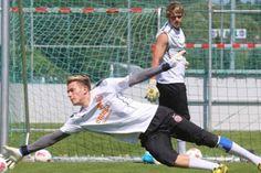 Theo thống kê tin chuyen nhuong, trong số 18 đội bóng tại Bundesliga 2014/15, có tới 120 cầu thủ sẽ hết hạn hợp đồng vào mùa Hè 2015.tin chuyen nhuong http://ole.vn/tin-chuyen-nhuong.html lich thi dau bong da http://lichthidau.com.vn xem bong da truc tuyen http://xembongdatructuyen.vn Điều đó đồng nghĩa là ngay bây giờ, 120 cầu thủ trên đã có...