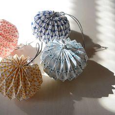 [エンベロープオンラインショップ] ORIGAMI オーナメント the linen bird ホーム インテリア雑貨 Paris Crafts, Origami Paper Art, Christmas Origami, Paper Fans, Paper Lanterns, Shadow Box, Wedding Designs, Decoration, Envelope