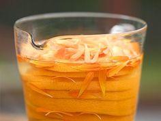 Likör mit Ringelblume und Orange ist ein Rezept mit frischen Zutaten aus der Kategorie Südfrucht. Probieren Sie dieses und weitere Rezepte von EAT SMARTER!
