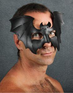 Máscara de Halloween Batty en cuero negro por TomBanwell en Etsy