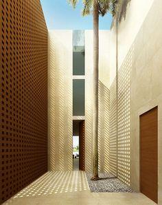 Singapore. Ext 1 Villa A ent. Claudio Silvestrin Architects, Jamie Durie (PATIO Landscape Architecture & Design)