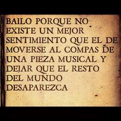 Bailar más que una pasión es parte de mi. Bailo porque no existe mejor sentimiento que el de moverse al compás de una pieza musical y dejar que el resto del mundo desaparezca.