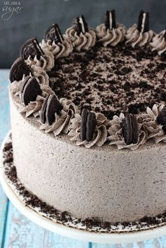 This Chocolate Oreo Cake is to die for! A moist chocolate cake full of Oreo icing! And not just any Oreo icing – it is FULL of crushed up Oreos. An Oreo lover's dream. So you might remember that . (chocolate icing for cake homemade) Oreo Icing, Oreo Cream Cheese Frosting, Chocolate Buttercream, Buttercream Frosting, Oreo Cake Recipes, Frosting Recipes, Icing Recipe, Moist Cake Recipes, Birthday Cakes