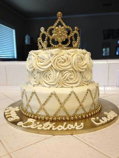 New birthday cake pastel cumpleanos Ideas Sweet 16 Birthday Cake, 21st Birthday Cakes, 17th Birthday, Birthday Ideas, Birthday Cake Crown, Queens Birthday Cake, Golden Birthday Cakes, Birthday Outfits, Princess Birthday