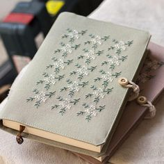 Floral Dance - Handmade NotebookYou can find Handmade notebook and more on our website. Diy Embroidery, Embroidery Stitches, Embroidery Patterns, Handmade Notebook, Handmade Books, Brooches Handmade, Handmade Gifts, Diy Crafts To Do, Notebook Design