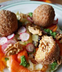 Croquettes de tofu au cœur croquant de noix, purée de pommes de terre et petits légumes grillés - vegan Vegan Recipes, Vegetarian, Dishes, Chicken, Cooking, Healthy, Allergies, Anna, Gluten