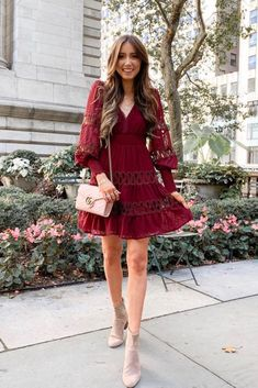 The hottest styles of fall dresses for 2019 including pretty boho florals, paisley patterns, tiered dresses, sweater dresses and cute casual dresses too. Cute Casual Dresses, Casual Fall Outfits, Fall Dresses, Boho Outfits, Simple Dresses, Fashion Outfits, Sweater Dresses, Summer Outfits, Colorful Fashion