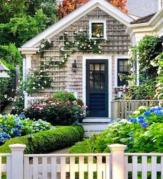 What a difference climbing roses, hydrangeas, boxwoods & a picket fence can make to tiny shingle style cottage! What a difference climbing roses, hydrangeas, boxwoods & a picket fence can make to tiny shingle style cottage! Nantucket Cottage, Beach Cottage Style, Beach Cottage Decor, Garden Cottage, Cozy Cottage, Coastal Cottage, Cottage Homes, Cottage Ideas, Nantucket Style Homes