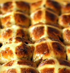 Thermolicious: Choc Chip Hot Cross Buns - Tried and Tested. Thermomix Bread, Hot Cross Buns, Dry Yeast, Cooking With Kids, Bread Recipes, Chips, Yummy Food, Snacks, Baking