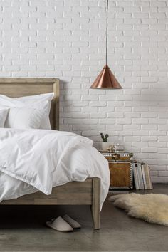 Parachute's Venice Set is great for minimalistic rooms. Love the all weather duvet