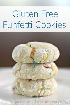 These gluten free funfetti cookies start with a cake mix so they are fast and easy to make. They taste so good you would never know they are gluten free. Gluten Free Funfetti Cookies - Gluten Free Funfetti Cookies - Organize and Decorate Everything Gluten Free Deserts, Gluten Free Cookie Recipes, Gluten Free Sweets, Gf Recipes, Foods With Gluten, Gluten Free Baking, Gluten Free Cake Mix Recipe, Best Gluten Free Cookies, Dessert Recipes