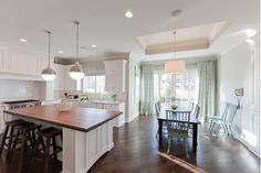 Lovely Kitchen Design with Pendant Lighting