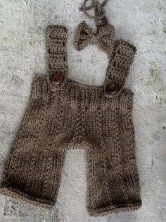 Conjunto confeccionado em tricô. cor - marrom ( pode ser feito em outras cores). tamanhos - 0 a 3 / 3 a 6 / 6 a 9 / 9 a 12 meses. frete por conta do comprador. R$ 69,90