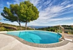 Exceptional, recently refurbished villa of excellent quality in Golf Bendinat with lift, guest apartment and excellent views to the sea and the bay of Palma, Mallorca