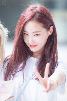 Chuyện thật như đùa: Nữ idol bị chê xấu nhất lịch sử Kpop hiện còn hot hơn cả Irene, Yoona và loạt nữ thần khác - Ảnh 9.