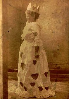 Vintage girl in a Queen of Hearts dress Vintage Children Photos, Vintage Girls, Vintage Love, Vintage Pictures, Old Pictures, Vintage Images, Old Photos, My Funny Valentine, Vintage Valentines