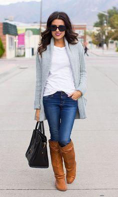 Calças de ganga + camisa branca + casaco malha cinzento + botas camel