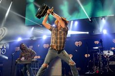 Jason busting his guitar at iheart radio country fest sat nite Country Music Lyrics, Country Music Videos, Country Music Singers, Allison Krauss, Redneck Romeo, Cole Swindell, Garth Brooks, Soundtrack To My Life