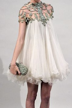 Great for when u r feeling bloated!😉 Marchesa, Spring 2011-- I love these kind of Marchesa dresses. They are so gorgeous!