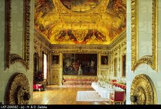 Wilton House, this room holds the large portrait of the 4th Earl of Pembroke and family.
