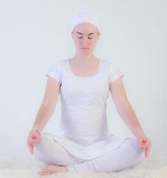 To clear away old patterns of grief and fear, practice this kriya. In yogic tradition, it is said that this meditation successfully removes unsettling thoughts from the past that surface into the present; that it can take difficult situations in the present and release them into the hands of Infinity; that this can be done in just 40 seconds and it really works!