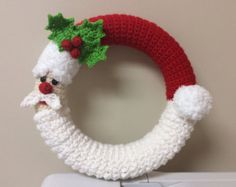 Crochet Santa and Christmas Tree Wreath Tutorial por Teddywings