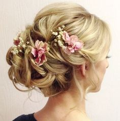awesome 33 Romantic Wedding Hair Updo with Half Halo of Roses  http://viscawedding.com/2017/04/09/33-romantic-wedding-hair-updo-half-halo-roses/