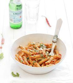 Pate al'arrabbiata (tomate entière râpé) Arrabbiata Recipes, Pasta Recipes, Cooking Recipes, Meal Recipes, Homemade Lasagna, Quick Dinner Recipes, Summer Recipes, Dinner Menu, Main Meals
