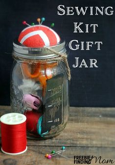 Sewing Kit Gift Jar - This DIY gift in a jar is perfect for any crafty fashionista or someone learning to sew. Customize her Mason jar with fun colors of thread, a new thimble, and other sewing essentials that are sure to inspire her. Diy Gifts In A Jar, Mason Jar Gifts, Mason Jars, Homemade Christmas Gifts, Homemade Gifts, Christmas Goodies, Christmas Ideas, Christmas Crafts, Mason Jar Cookies