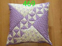 How to Make a Rag Quilt. Ideas for sewing projects. How to make a rag quilt (easy beginner's guide). Applique Cushions, Patchwork Cushion, Sewing Pillows, Patchwork Patterns, Quilted Pillow, Quilt Block Patterns, Patchwork Quilting, Small Quilted Gifts, Quilting Designs