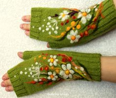 Green fingerless gloves with felted flowers meadows by www.etsy.com/shop/MySunsetColor?ref=listing-shop-header-item-count