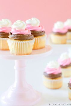 Learn how to turn your favorite flavor trio into cupcakes with the recipe for the ultimate party treat, Neapolitan Cupcakes! Frost Cupcakes, Oreo Cupcakes, Butter Cupcakes, Cupcake Frosting, Yummy Cupcakes, Cupcake Cakes, Lemon Cupcakes, Oreo Cake, Pastries