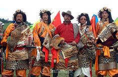 The Tibetans in the eastern Tibet are the Khampa people. They are tall and well built, fearless and open of countenance. The Khampa men can be easily recognized in the crowd with gold or silver accessories, plaited hair and purple faces. They walk on the street like moving hills. The Khampa women also like wearing some gold and silver accessories. Their bright laughter will definitely draw your attention.