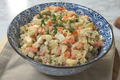 Klasyczna sałatka jarzynowa Pasta Salad, Potato Salad, Potatoes, Easter, Ethnic Recipes, Food, Crab Pasta Salad, Potato, Easter Activities