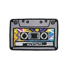 Mixtape: Eles voltaram!!! Sucesso dos anos 90, os patches estão de volta trazendo um estilo funny para roupas e acessórios. O mais bacana é a possibilidade que temos de customizar as peças de um jeito exclusivo, comprando os patches separadamente, sem a necessidade de adquirir uma roupa nova.
