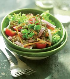 Serveste o salata de linte la cina, sau la pranz, caci este suficient de satioasa incat sa-ti tina de foame, insa fara a pica greu.