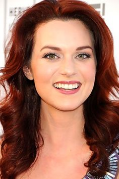 Hilarie Burton :) im loving this color right now!