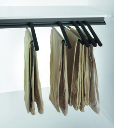 The innovative rack for storing trousers without creasing them Living Room Units, Living Area, Metal Shelves, Dressing Room, Bathroom Hooks, Wardrobe Rack, Clothes Hanger, Decorating Your Home, Trousers