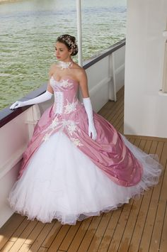 This would be perfect if it weren't PINK. (and maybe a little less tulle) Maybe in a nice emerald green... <3