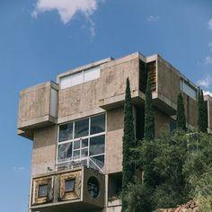 Go inside Paolo Soleri's strange and inspiring experimental community in Yavapai, AZ. Arcology, Amazing Spaces, Old Houses, Arizona, The Neighbourhood, Buildings, Multi Story Building, Tours, Community