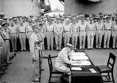 This vintage World War II History photo features General Douglas MacArthur signing the Japanese surrender documents aboard the USS Missouri. Standing behind MacArthur are General Wainwright and General Percival. Douglas Macarthur, Rare Historical Photos, Rare Photos, Photos Du, Rare Pictures, Funny Pictures, Us Marines, Nagasaki, Hiroshima