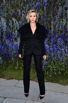 Pin for Later: Les Célébrités Se Bousculent à la Fashion Week de Paris Elizabeth Olsen Au défilé Dior.