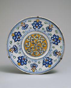 Maiolica: Plate (tagliere) c.1500 Italie M.E.T.1975.1.1113