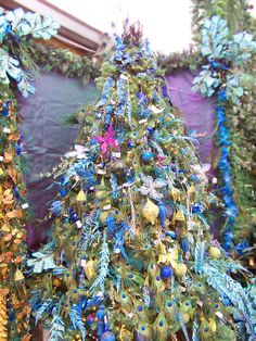 Blue Christmas Tree Decorating Ideas Adding Cool Elegance to Winter Holiday Decor All blue hues are perfect Christmas colors Peacock Christmas Tree, Beautiful Christmas Trees, Colorful Christmas Tree, Christmas Tree Themes, Noel Christmas, Holiday Tree, Christmas Countdown, Christmas Colors, Xmas Tree