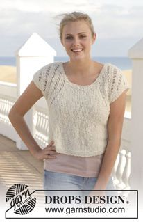 """Free pattern Knitted top with lace pattern in """"Alpaca Bouclé"""". Size: S - XXXL. ~ DROPS Design"""