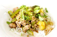 Hämmentäjä: Wasabilla maustettua jauhelihaa ja nuudeleita. Wasabi-seasoned miced meat with vermicelli noodles.