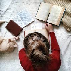 #книга #чтение #читатель #инстакнига #литература#book #bookworm #bookstagram #booklover #bookme #instabook #bookstore #bookporn #booknow #bookmark #read #literatura #stories #words #кот #cat #плед #красный #блокнот