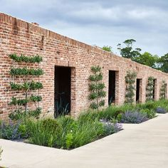 Soho Farmhouse is a members' club set in 100 acres of Oxfordshire countryside, with bedrooms, a pool, spa and gym. Soho House Farmhouse, Farmhouse Garden, Sacred Garden, Courtyard Landscaping, Soho Hotel, Garden Steps, Exterior, Outdoor, Landscape Designs