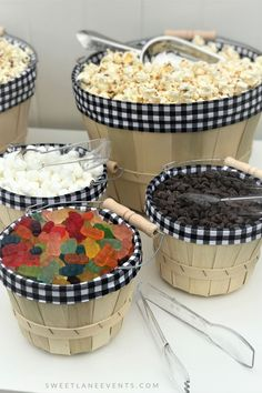 Popcorn Bar Black & White Gingham Party in einer Box - party - Studentenfutter Popcorn Toppings, Flavored Popcorn, Popcorn Recipes, Party Box, Mesas De Snack Ideas, Party Snacks, Appetizers For Party, Food Bar Party, Wedding Snack Bar