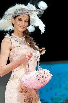 www.cz www.cz www. Swarovski, Victorian, How To Make, Dresses, Fashion, Gowns, Moda, La Mode, Dress